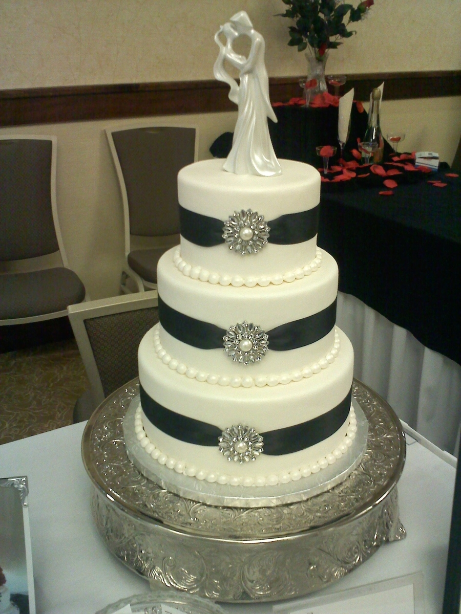Broch Wedding Cake on Cake Central