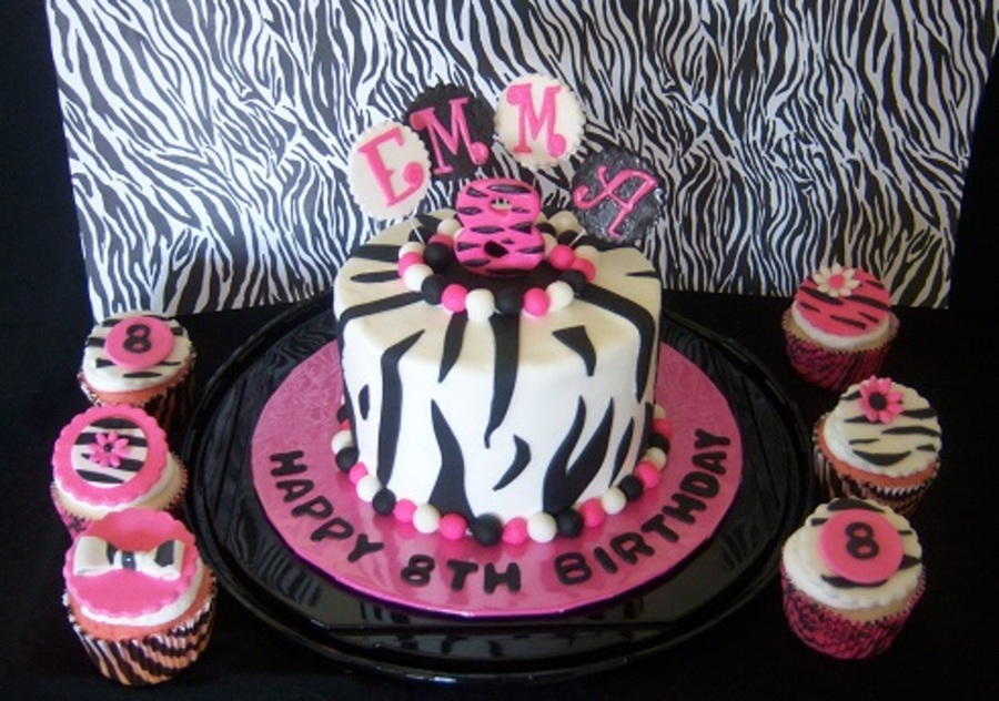 Remarkable 6 Centerpiece Cake With Matching Cupcakes For A Girls 8Th Birthday Funny Birthday Cards Online Inifodamsfinfo