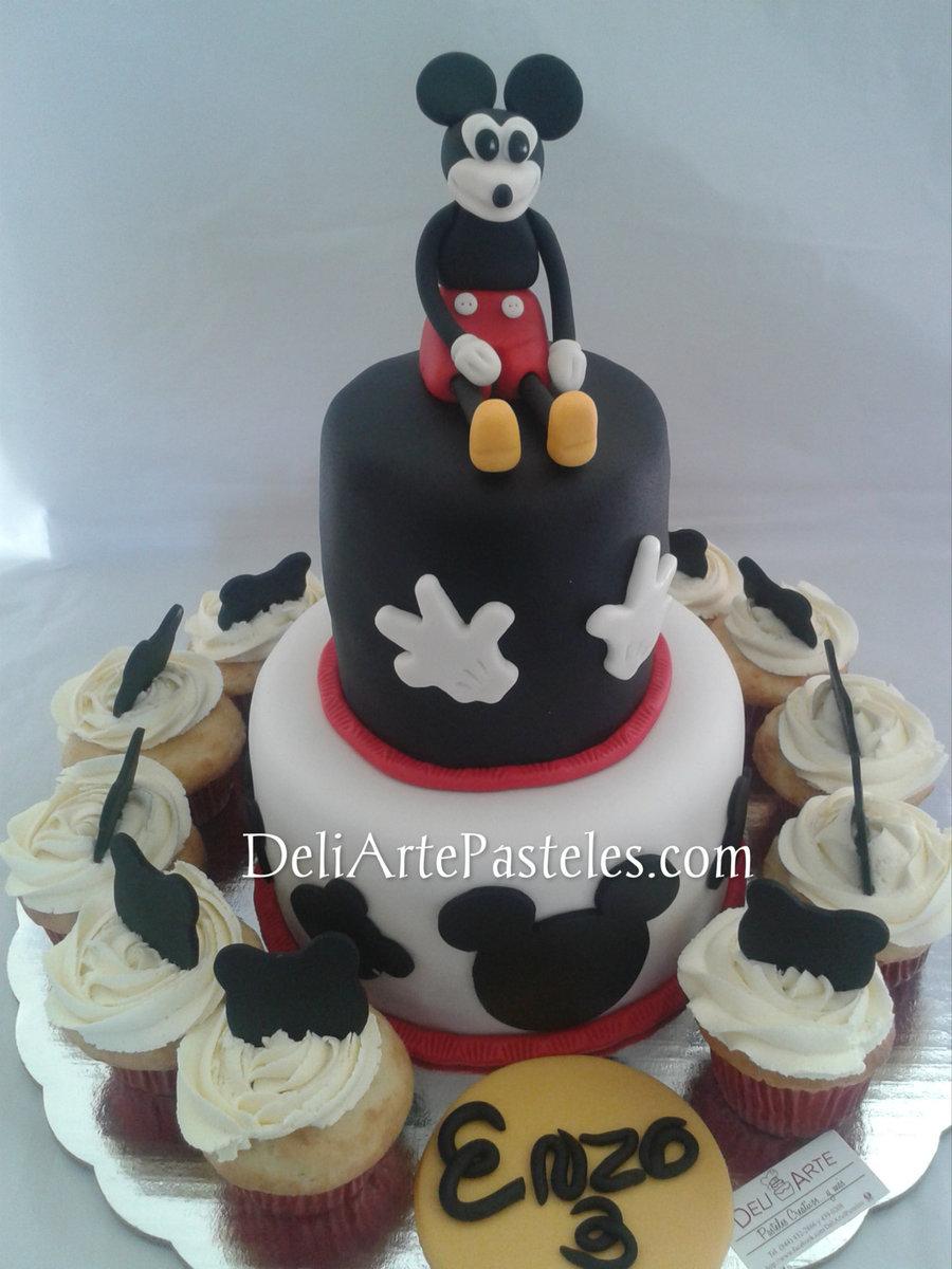 Mickey Mouse Pastel De Chocolate Relleno De Queso Crema Naranja Y ...