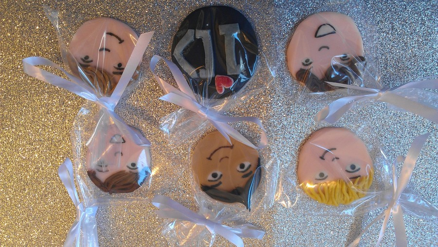 1 Direction Cupcake Faces.... on Cake Central
