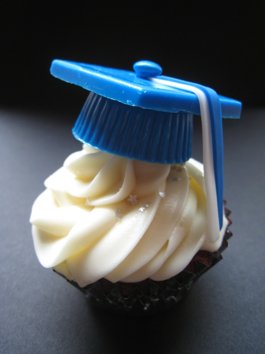 Graduation Cake Recipes Pictures : Graduation Cap Cupcakes - CakeCentral.com