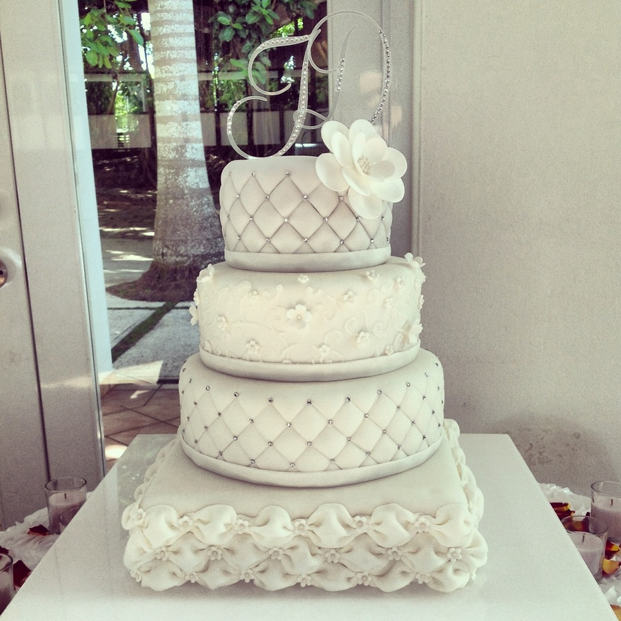 Elegant Square And Round Wedding Cake