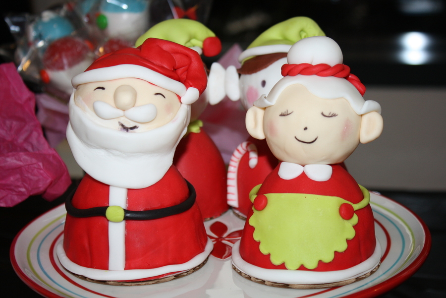Mr And Mrs Santa on Cake Central