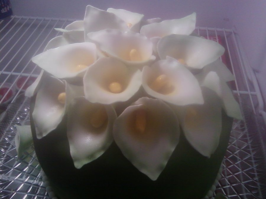 Calla Lilly Cake on Cake Central