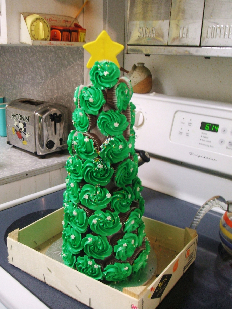 Christmas Cupcakes Tree  on Cake Central