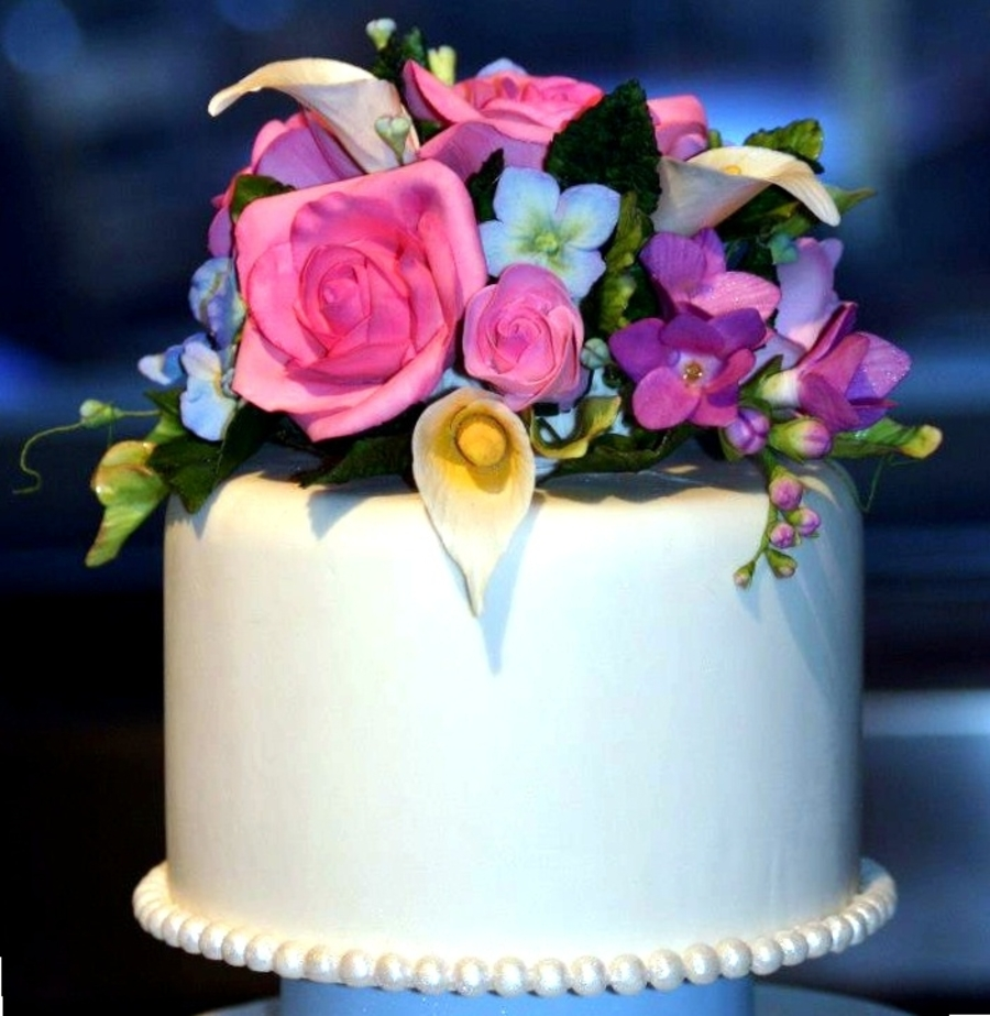 Gumpaste Flowers For Wedding Cakes: 3-Tiered Cake With Gumpaste Flowers, Pearls And Swags