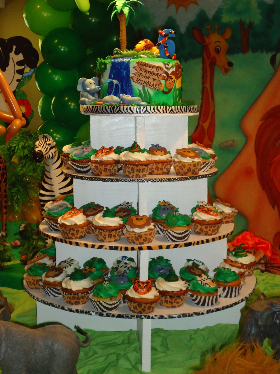Safari Jungle Themed Cake And Cupcake Tower Cakecentral Com
