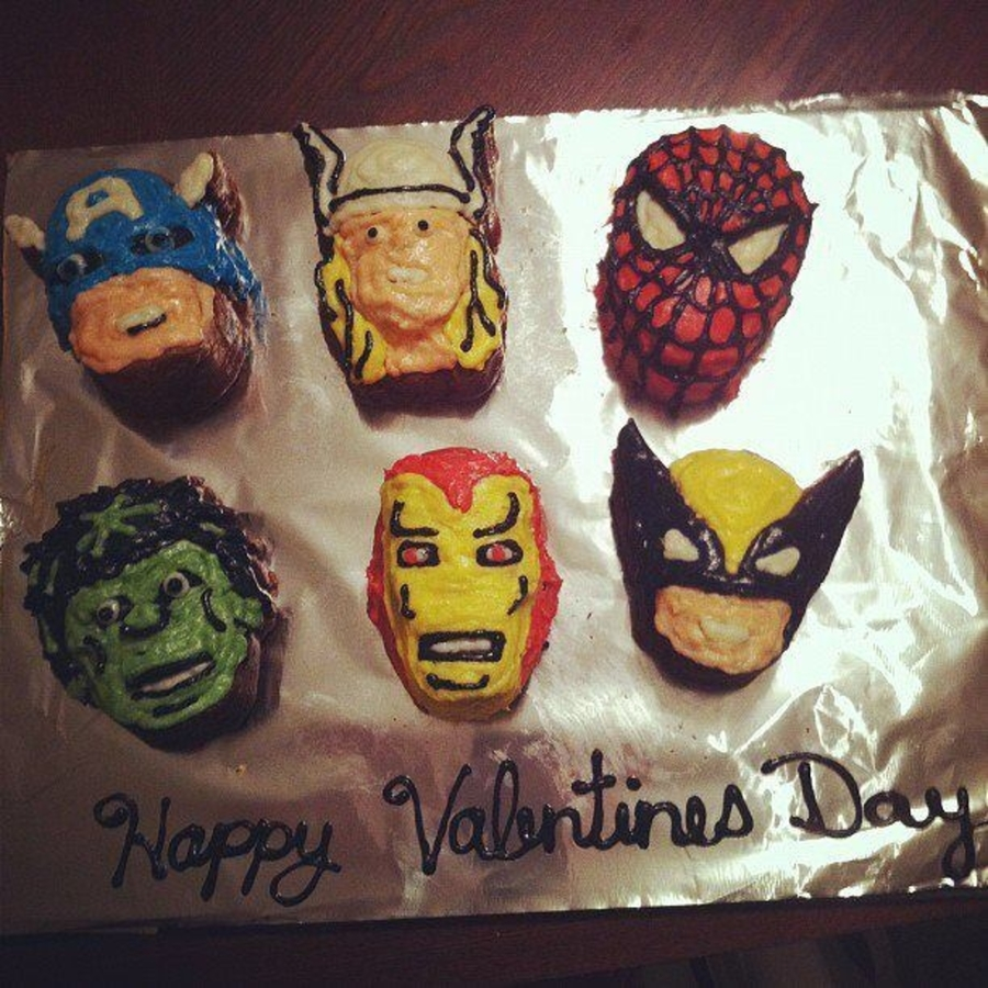 Mini Superhero Cakes on Cake Central