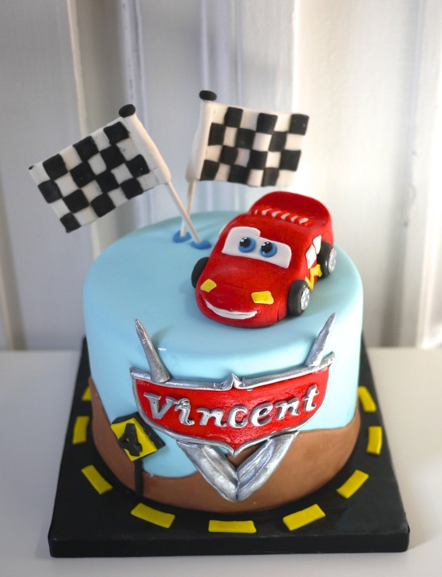 Car Cake Images Download : Flash Macqueen Cars Cake - CakeCentral.com