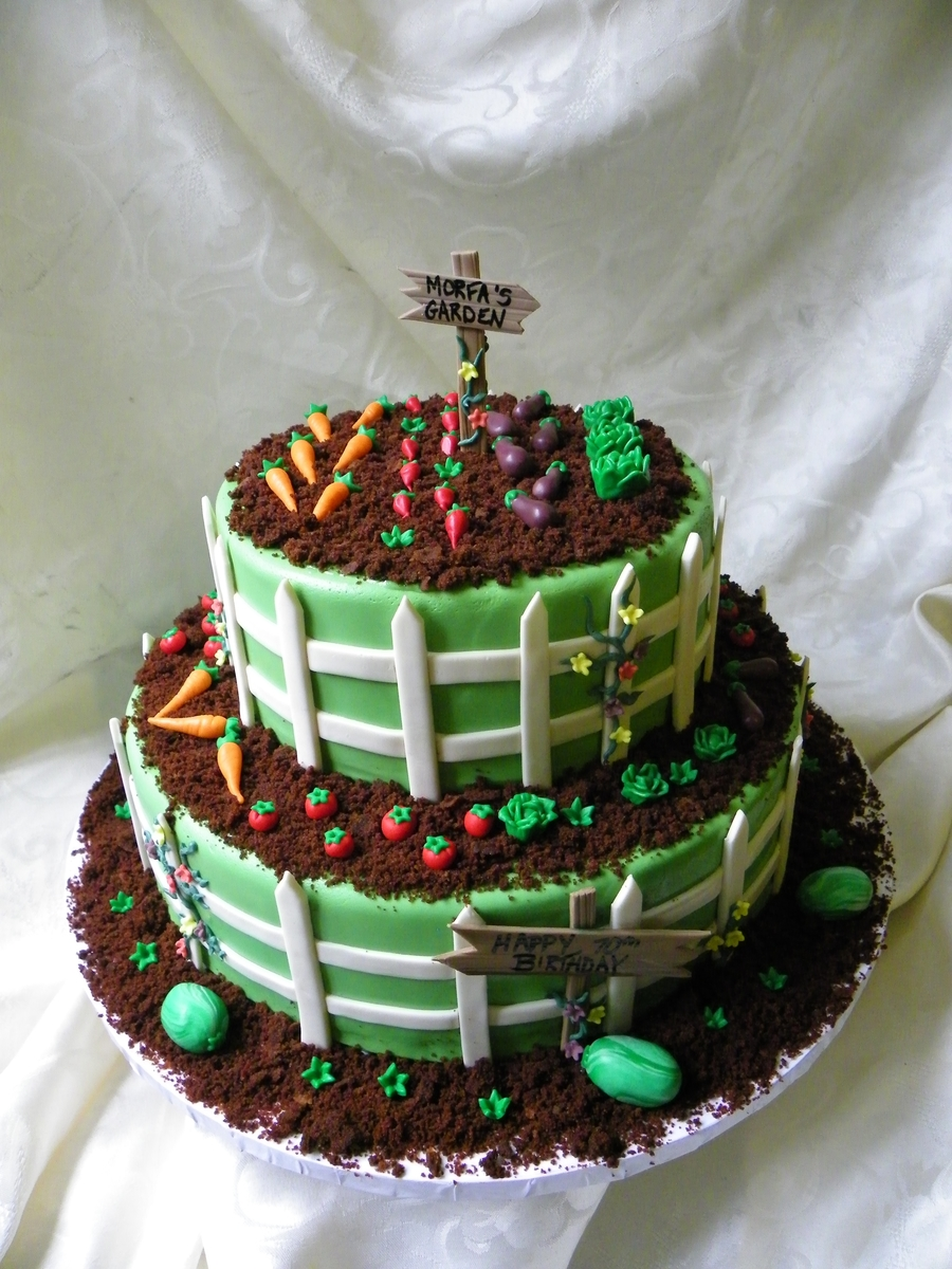 Garden Decoration For Cake : Vegetable Garden Birthday Cake - CakeCentral.com