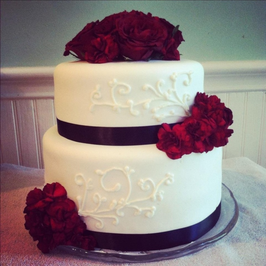 2 tier red and white wedding cakes roses and carnations wedding cake cakecentral 10134