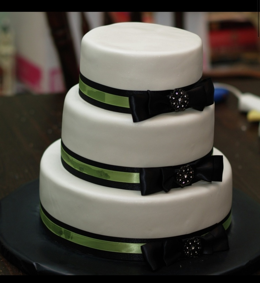 Black Bow Wedding Cake on Cake Central