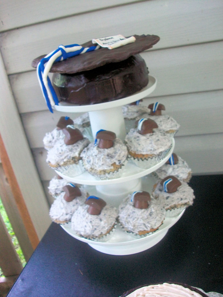 College Graduation Cake Decorating Ideas