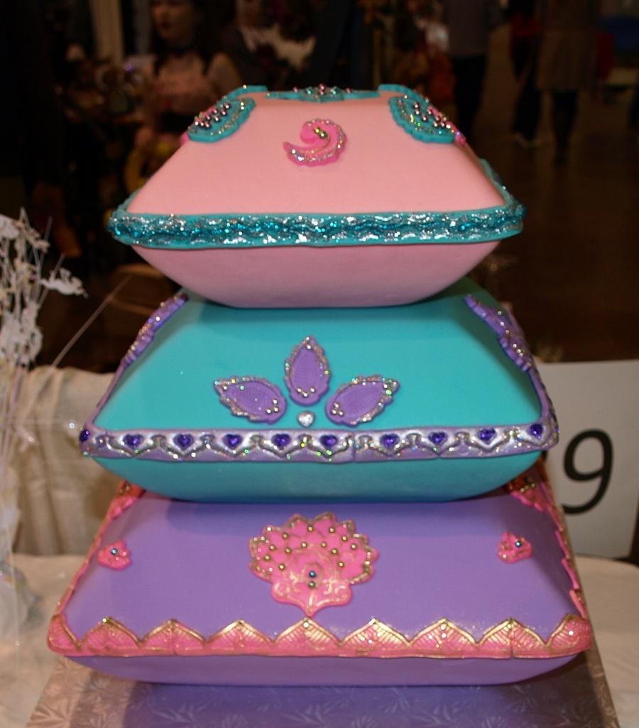 pillow wedding cakes. Black Bedroom Furniture Sets. Home Design Ideas