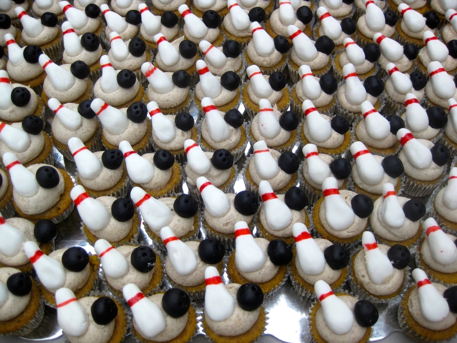 100 Mini Bowling Cupcakes on Cake Central