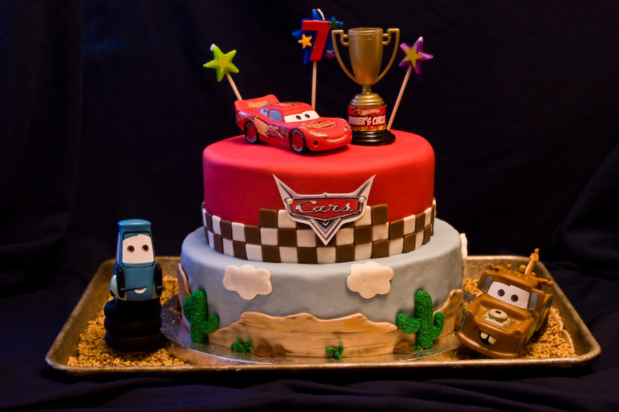 Cake Decoration Of Cars : Cars Birthday Cake - CakeCentral.com