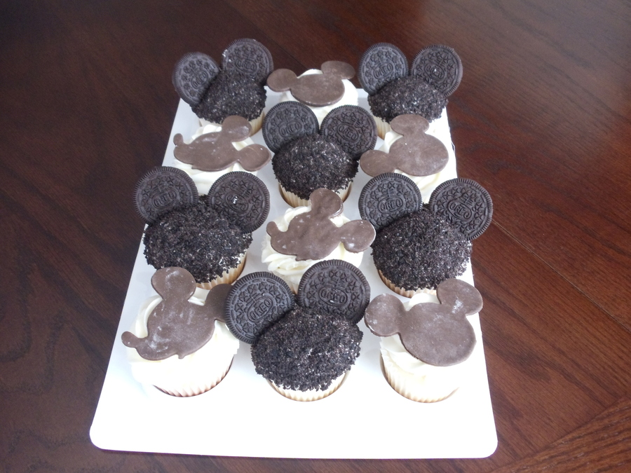 Mickey Mouse Cupcakes With Modeling Chocolate Mouse Headears And Silhouettes on Cake Central