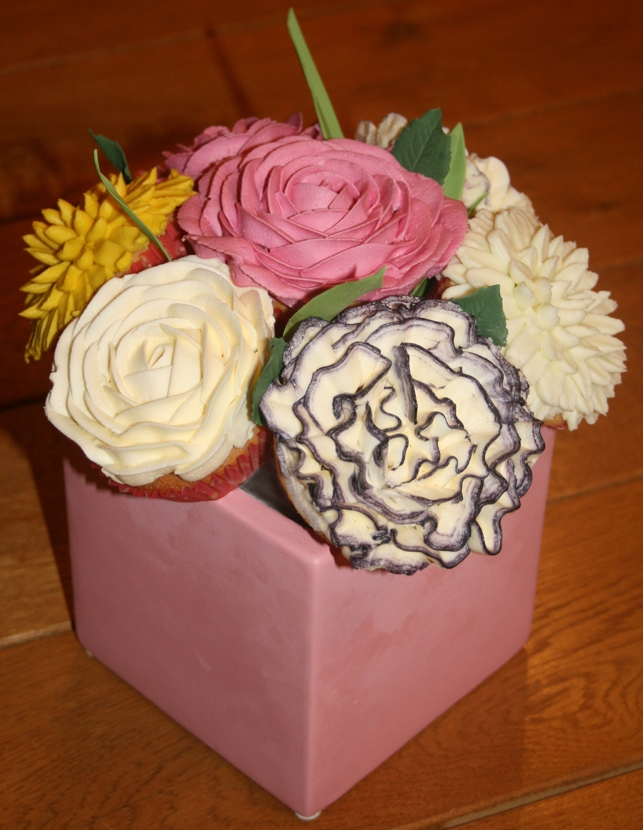 Cupcake Bouquet - Roses, Carnations And Chrysanthemums on Cake Central