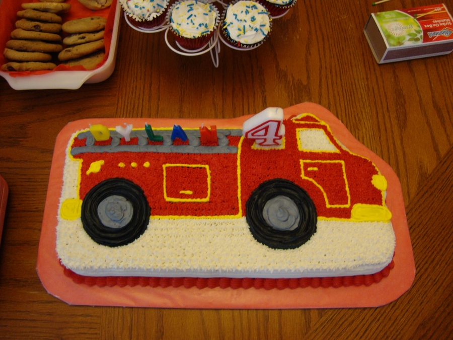 My Sons 4th Birthday Cake I Just Kept It Simple He Also Had A Real Fire Truck Show Up To His Party