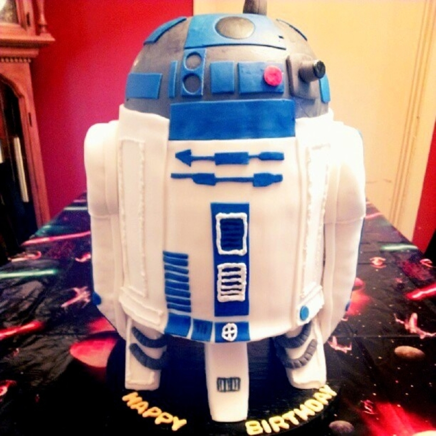 R2D2 At Your Service!  on Cake Central