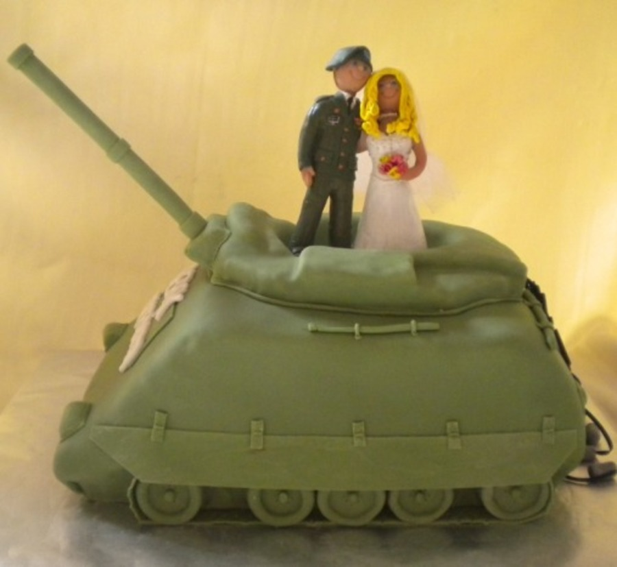 Tank Cake For An Army Groom - CakeCentral.com