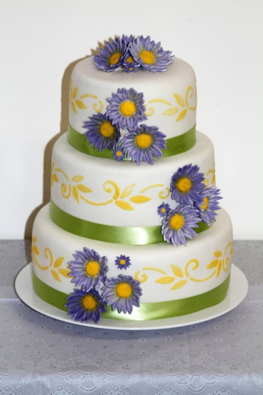 Simple Daisy Wedding on Cake Central