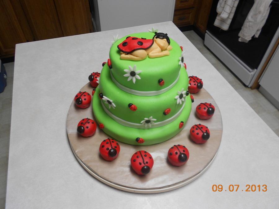 Decorating A Valentine Cake