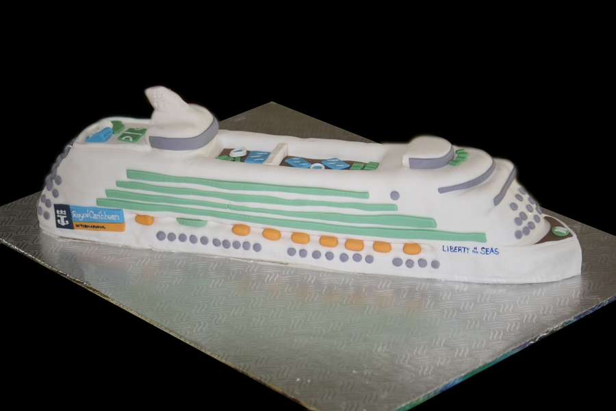 Cruise Ship  on Cake Central
