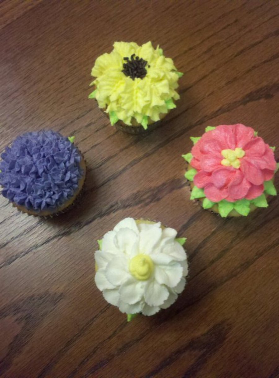 Pretty Flower Cupcakes on Cake Central