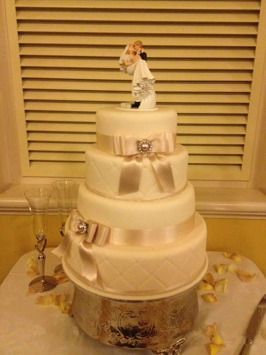 Diamonds And Bows  on Cake Central