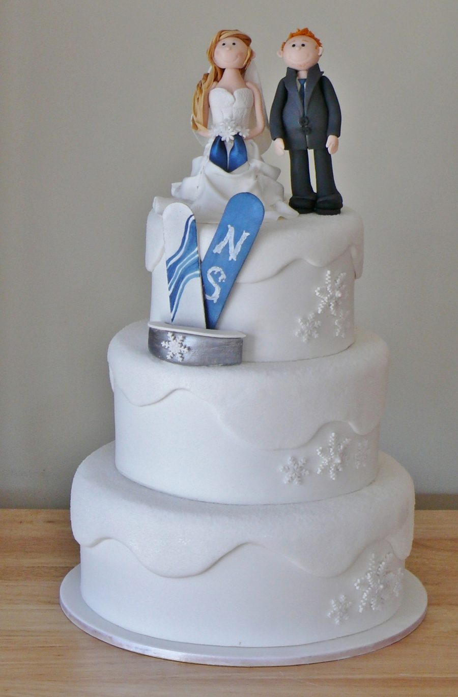 Snowboarding Wedding Cake on Cake Central