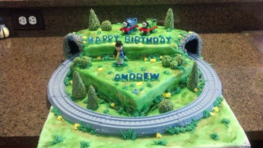 Excellent Thomas The Train Birthday Cake With Moving Train Cakecentral Com Funny Birthday Cards Online Elaedamsfinfo