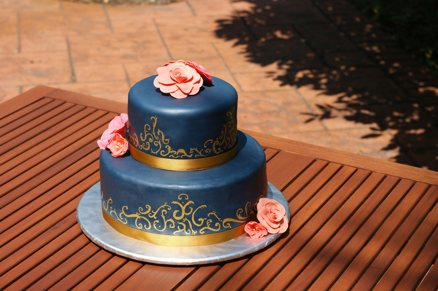 Gold Scrollwork on Cake Central
