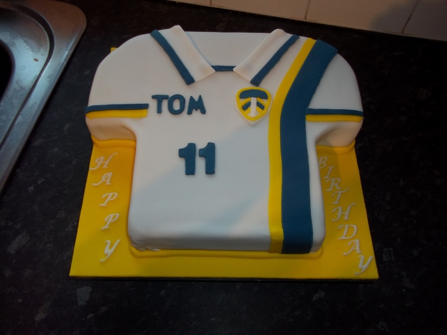 Cake Decorating Football Shirt : Football Shirt Cake - CakeCentral.com