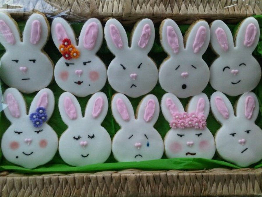 Animated Easter Bunnies on Cake Central
