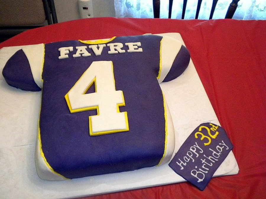 on sale 3b612 21021 Vikings Jersey Cake - CakeCentral.com