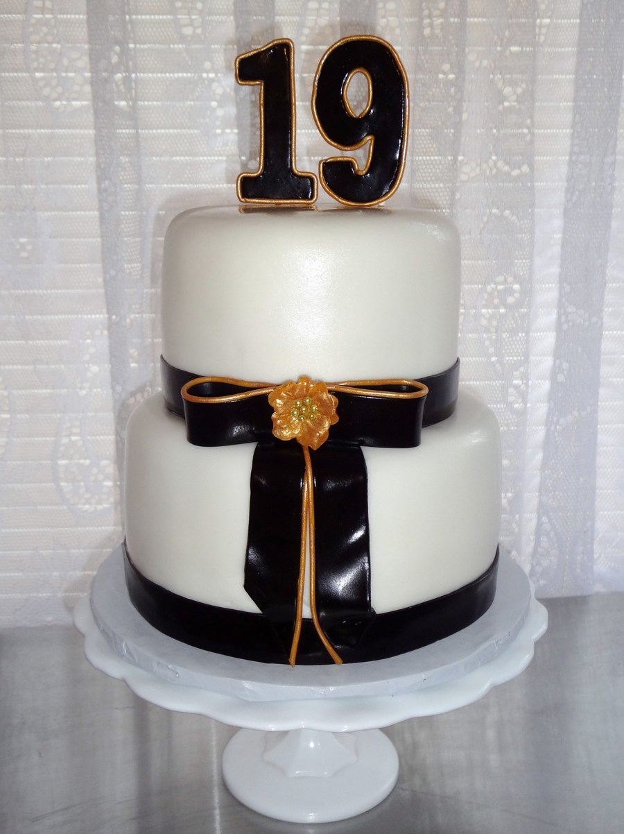 Black And Gold on Cake Central