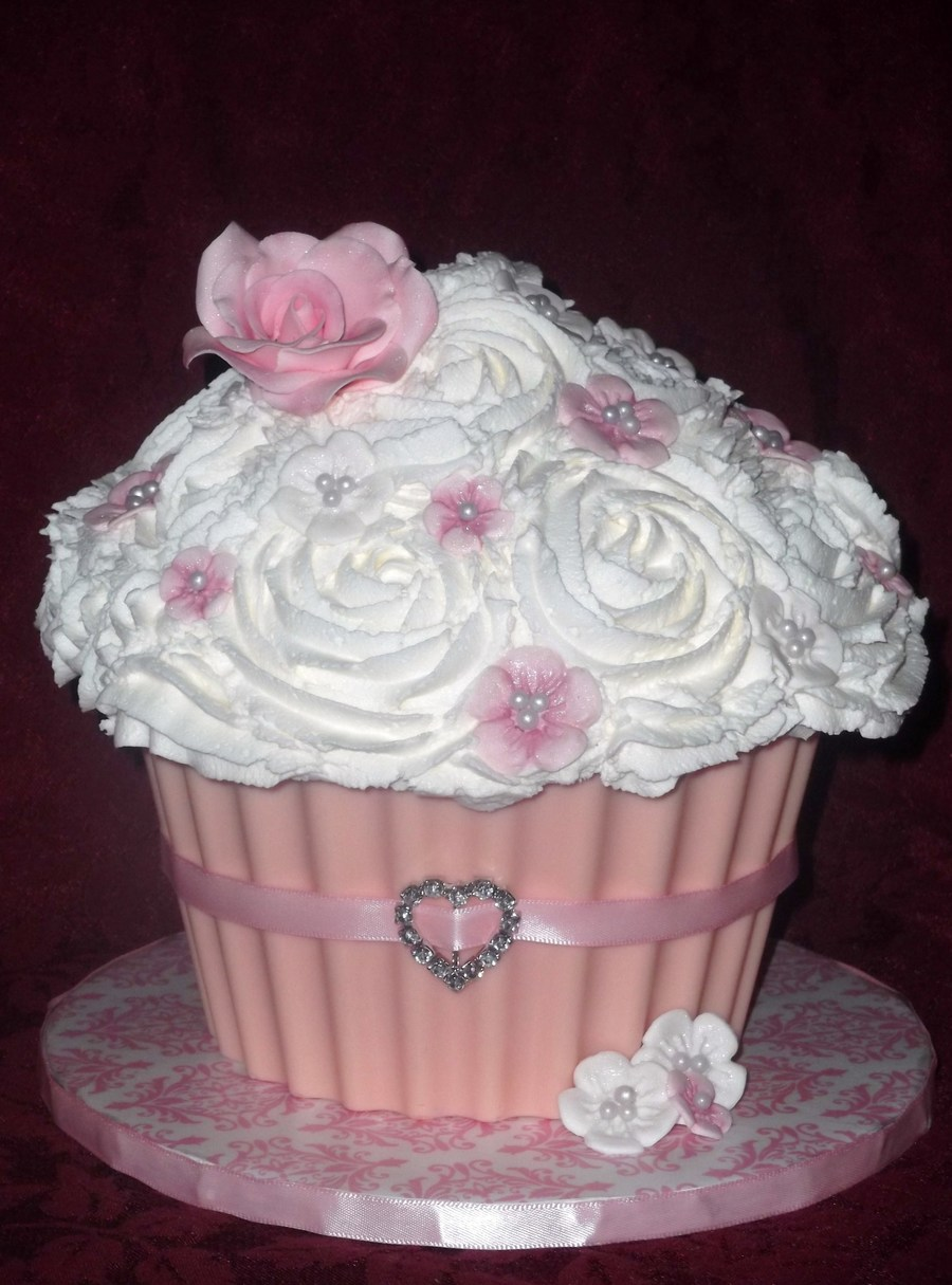 Pink And White on Cake Central