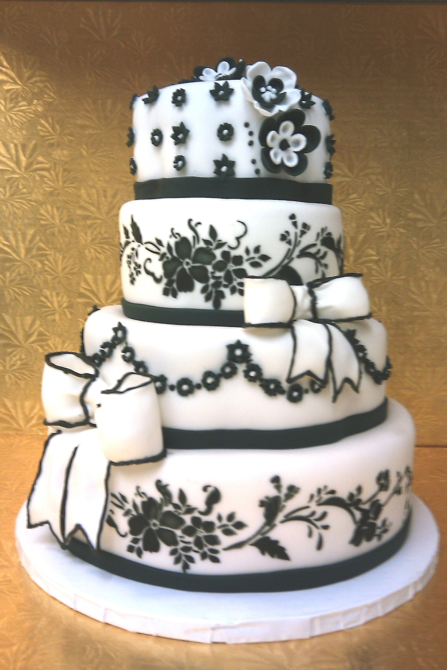 Black & White Wedding on Cake Central