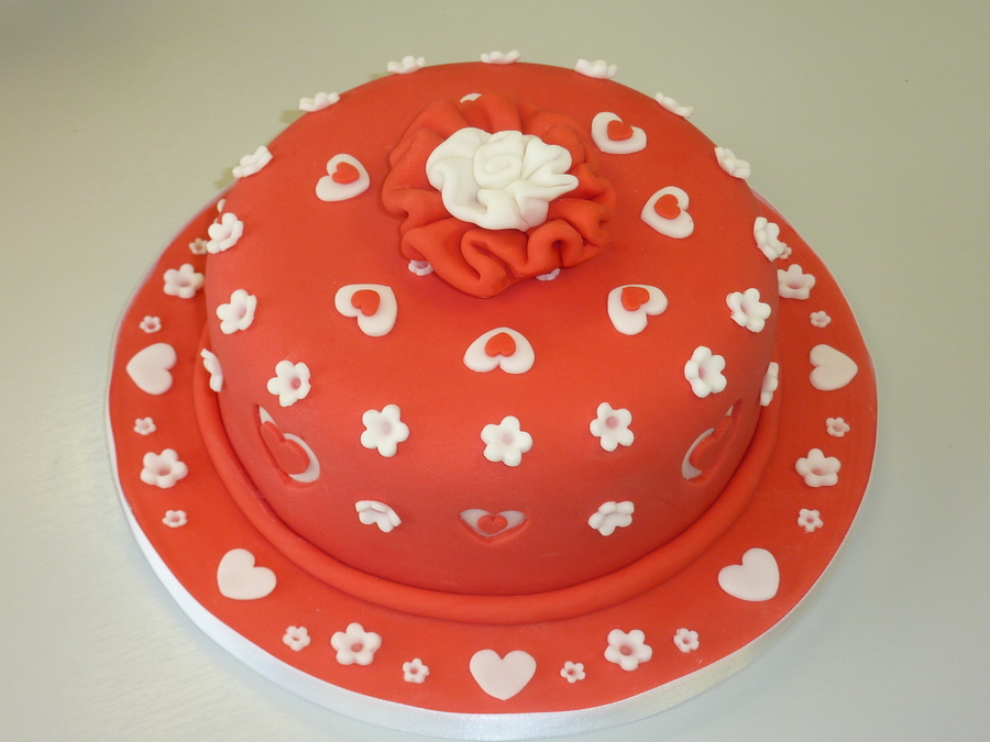 Suagrpaste Cut Out Cake on Cake Central