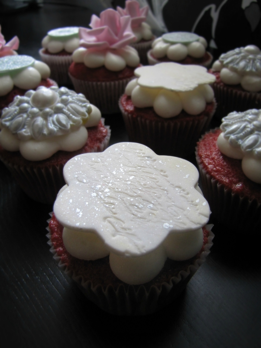 Shabby Chic Cupcakes! on Cake Central