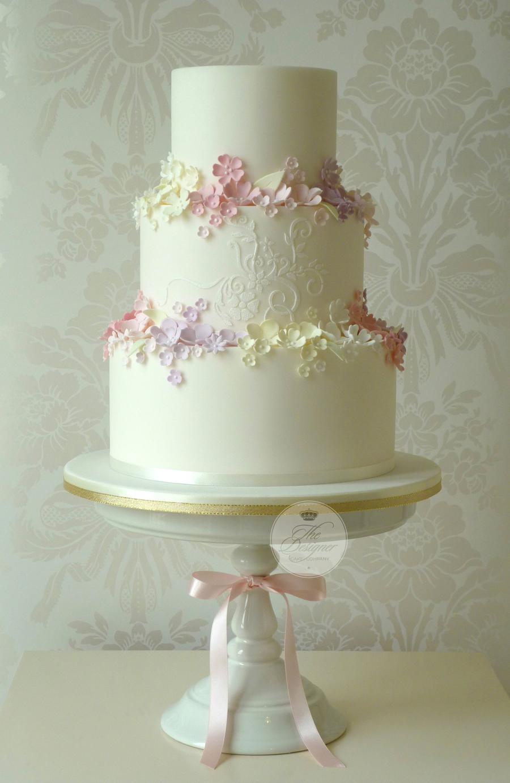 Summer garden wedding cake for Outdoor wedding cake ideas