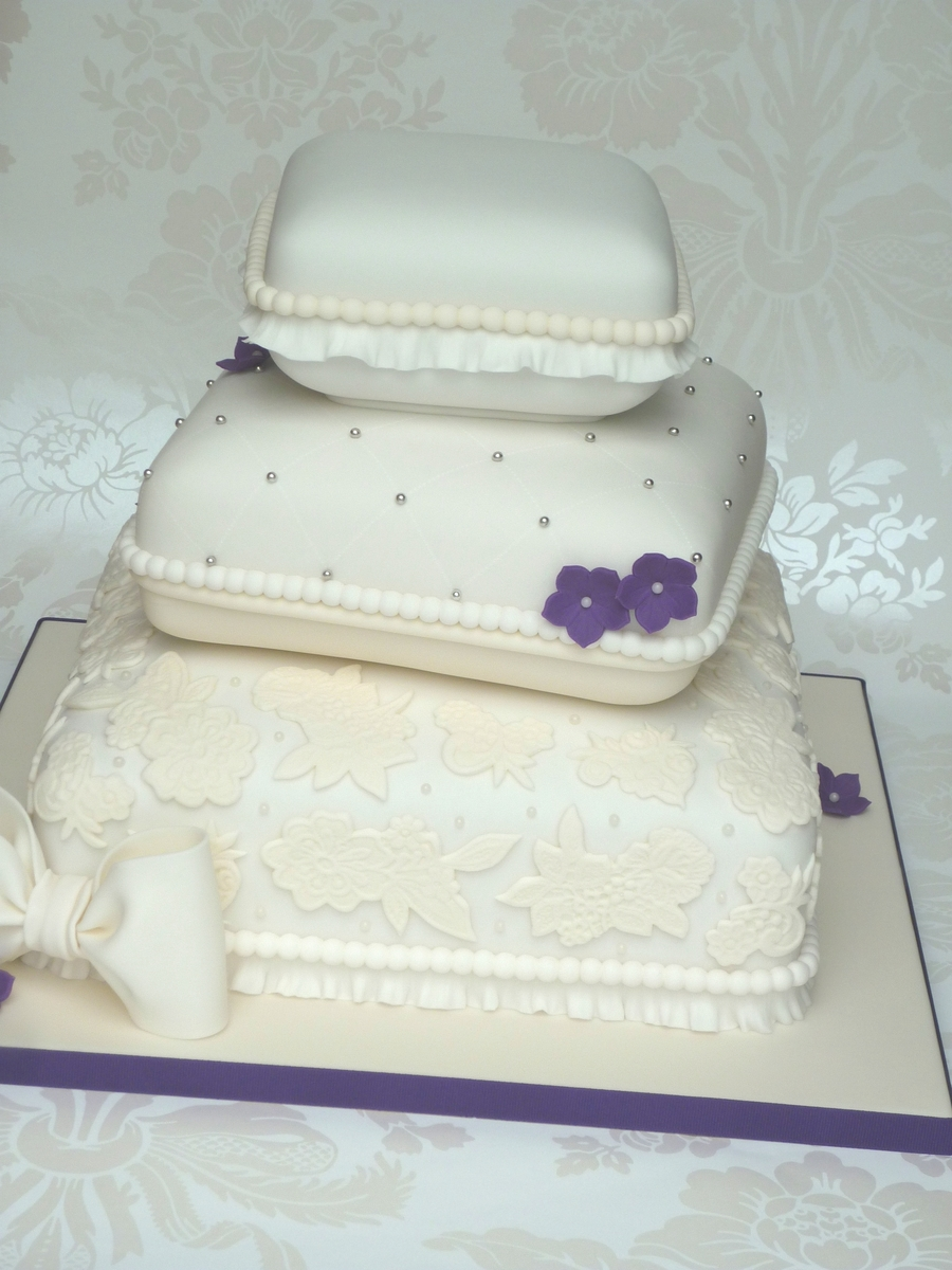 how to make a stacked wedding cake stacked pillow wedding cake cakecentral 15859