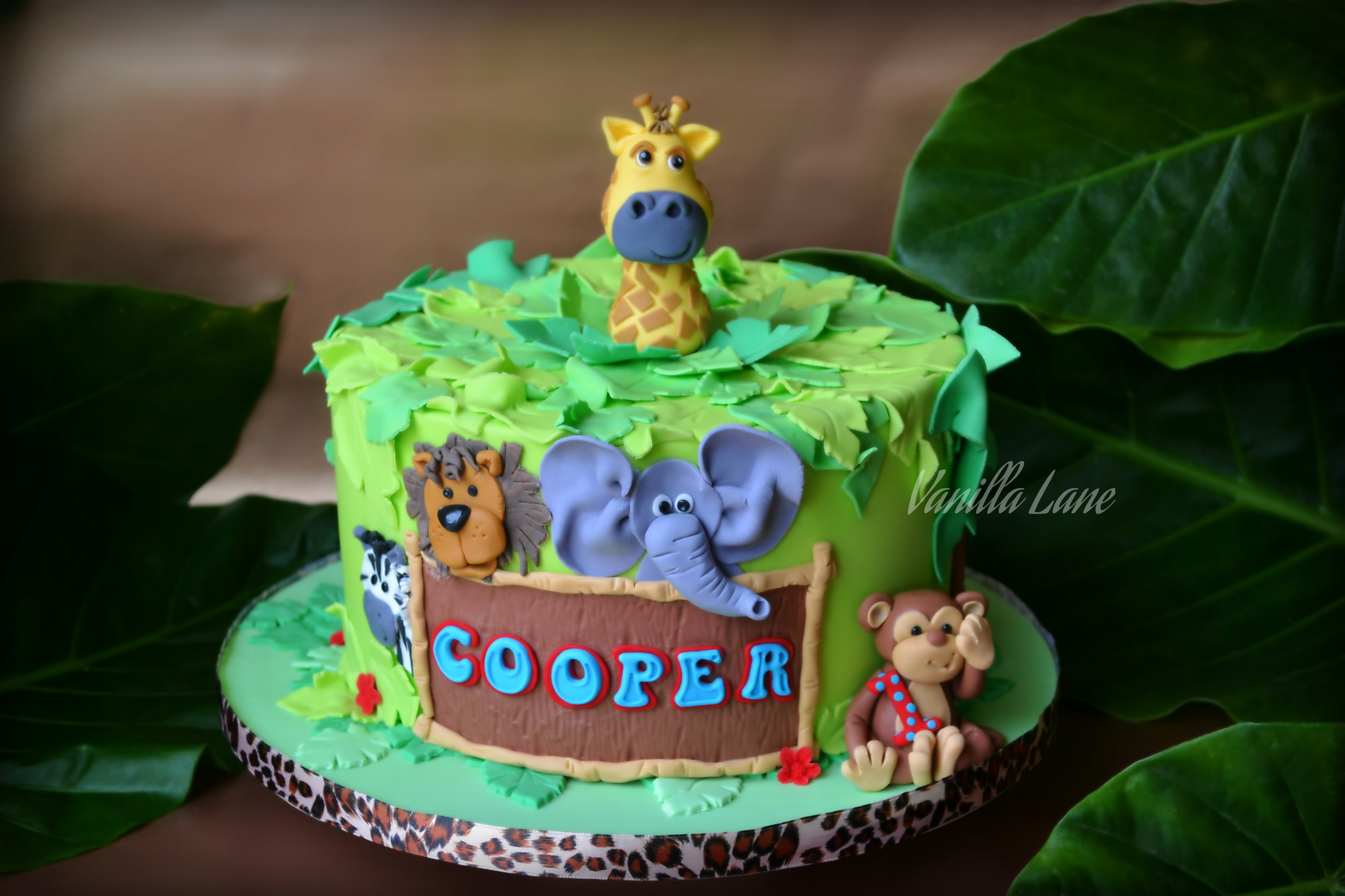 Jungle Cake With Mini Cupcakes This Week I Had Three Cakes