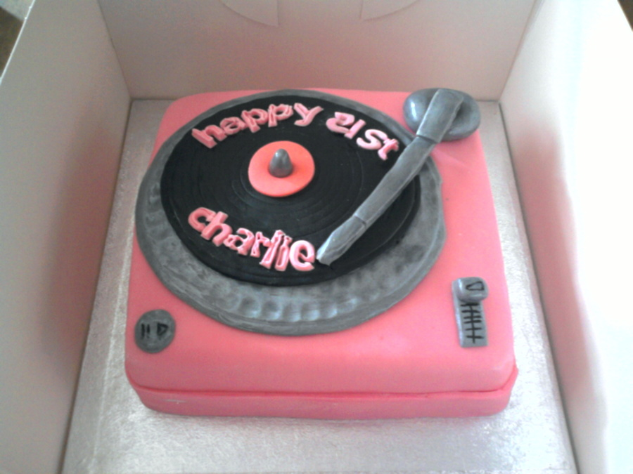 how to make a record player cake