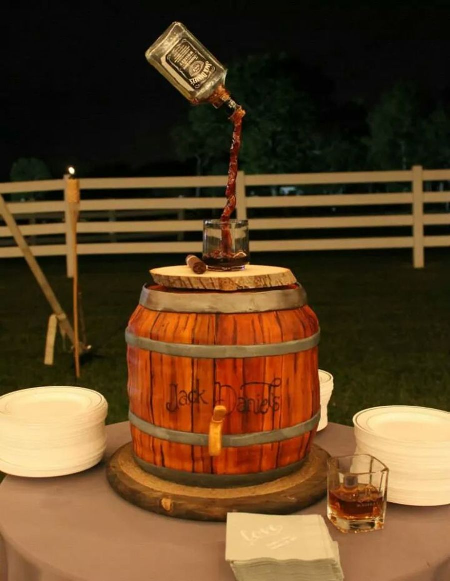 Jack Daniels Barrel Cake Tutorial