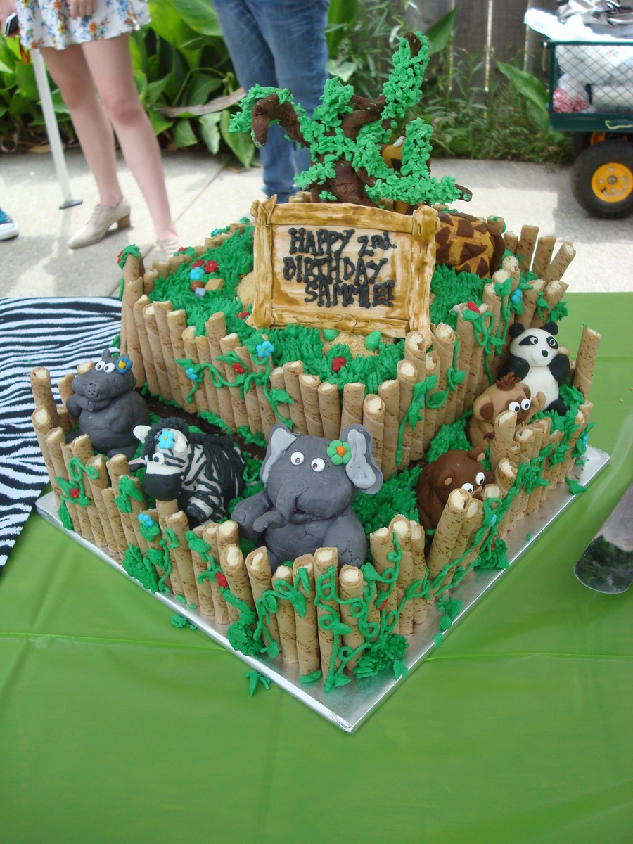 Cake Decoration Zoo : Zoo Cake - CakeCentral.com
