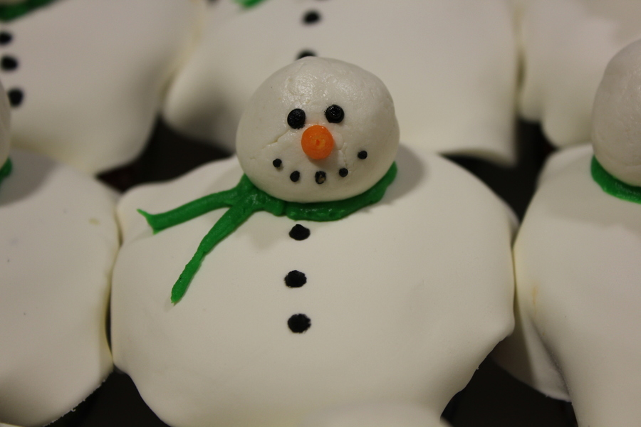 Melting Snowman Cupcakes on Cake Central