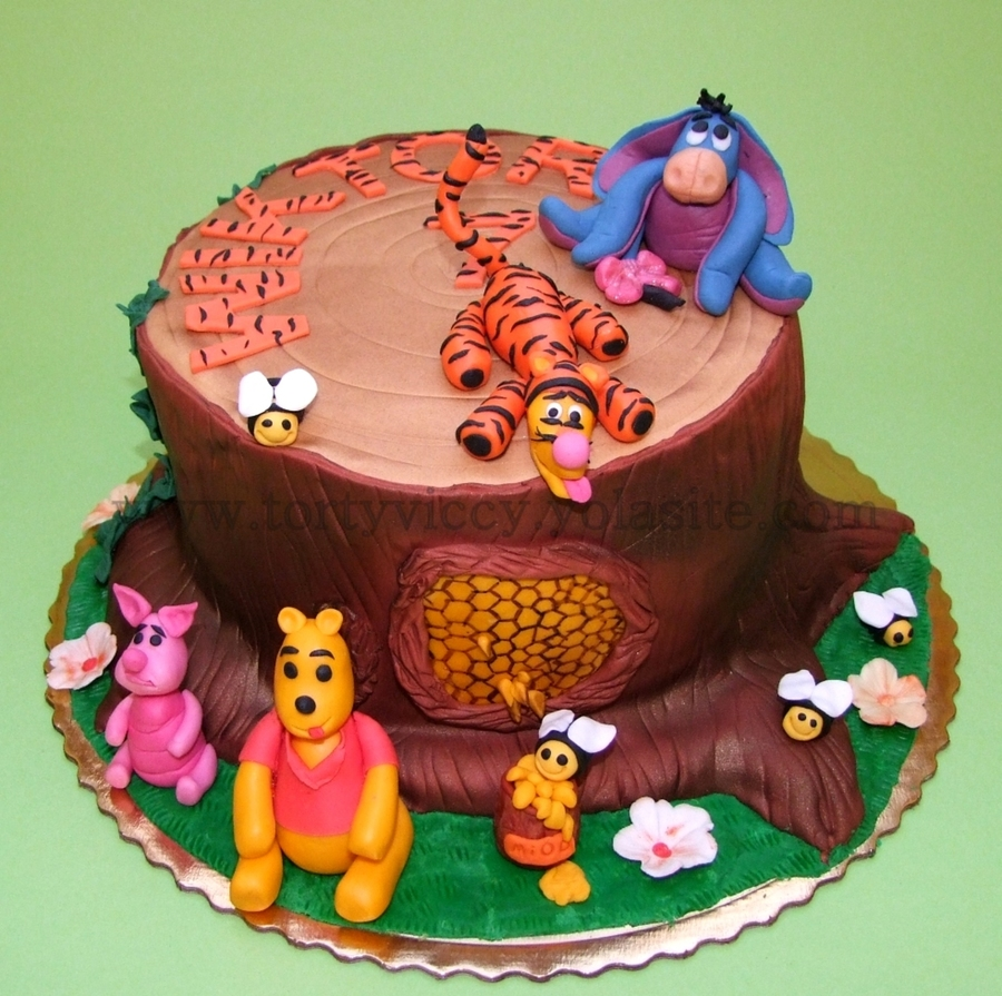 Winne The Pooh on Cake Central