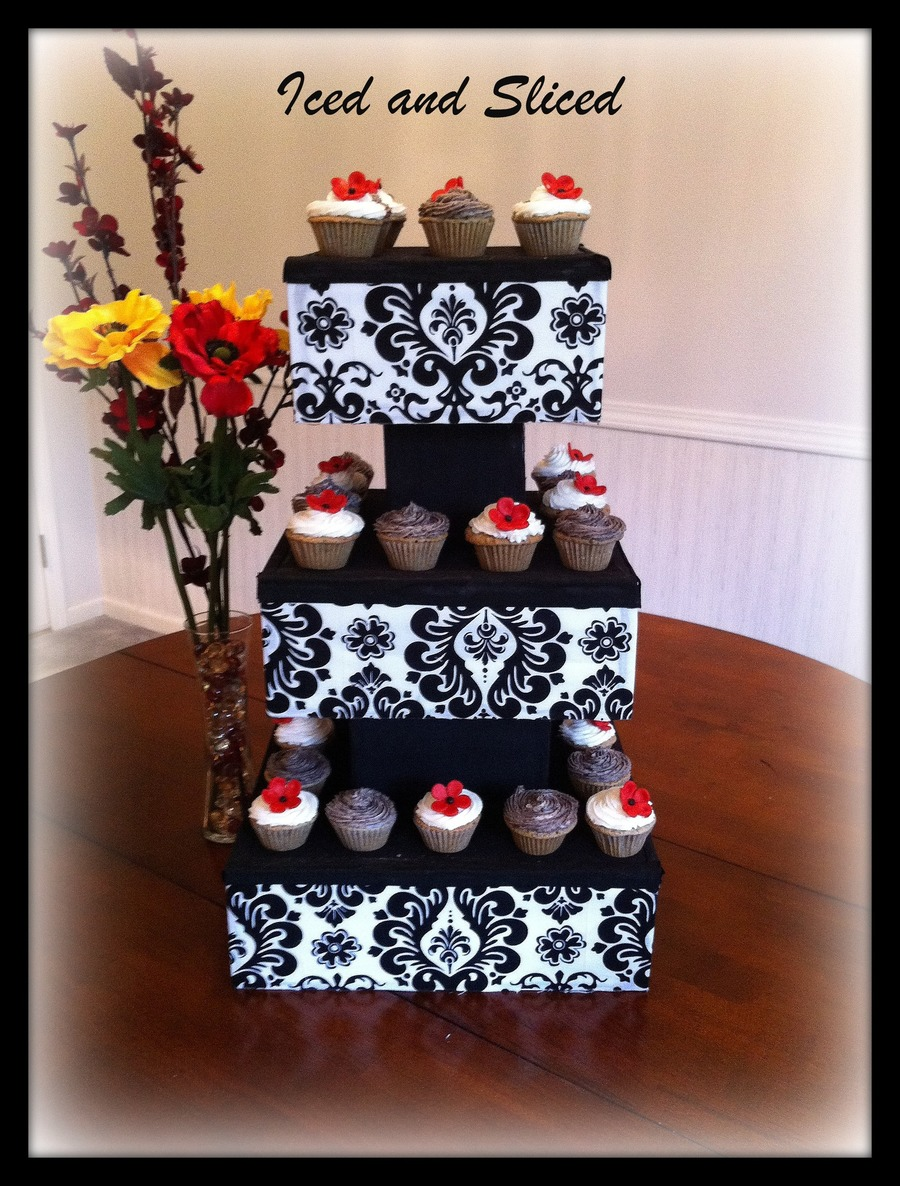 Custom Cupcake Display on Cake Central
